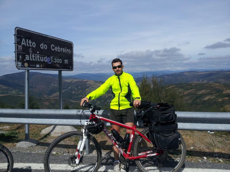 Viktor beim Biken
