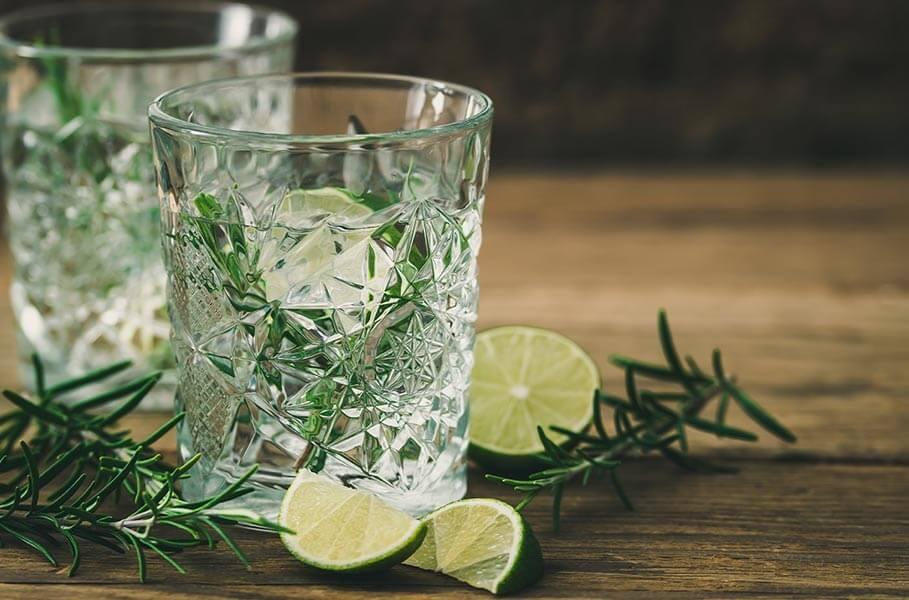 bevanda ipotonica con lime e rosmarino