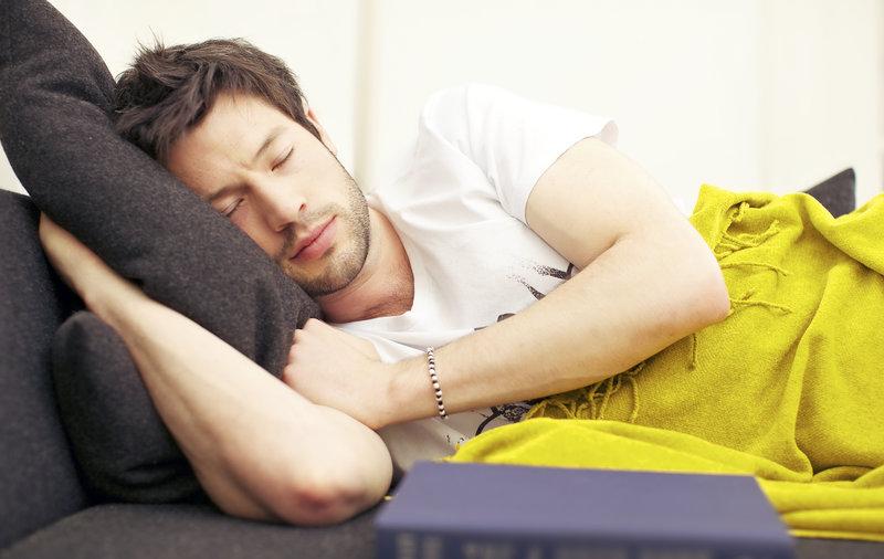 Tief schlafender Mann