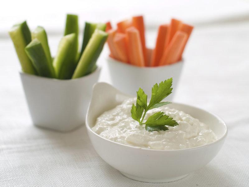 Frisches Gemüse mit Dip
