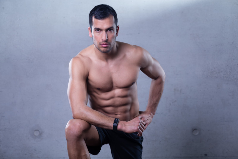 Fitnessathlet posiert für ein Fotoshooting