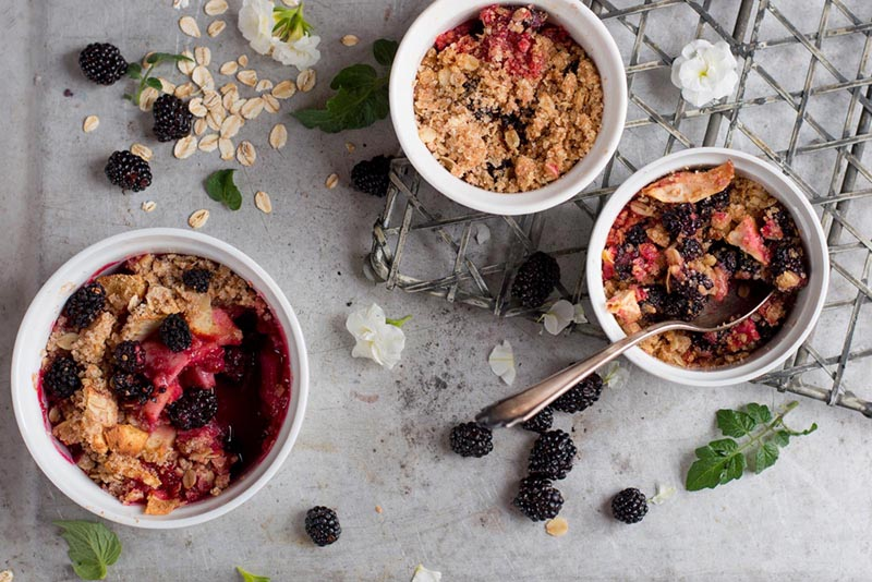 Warm berry crumble