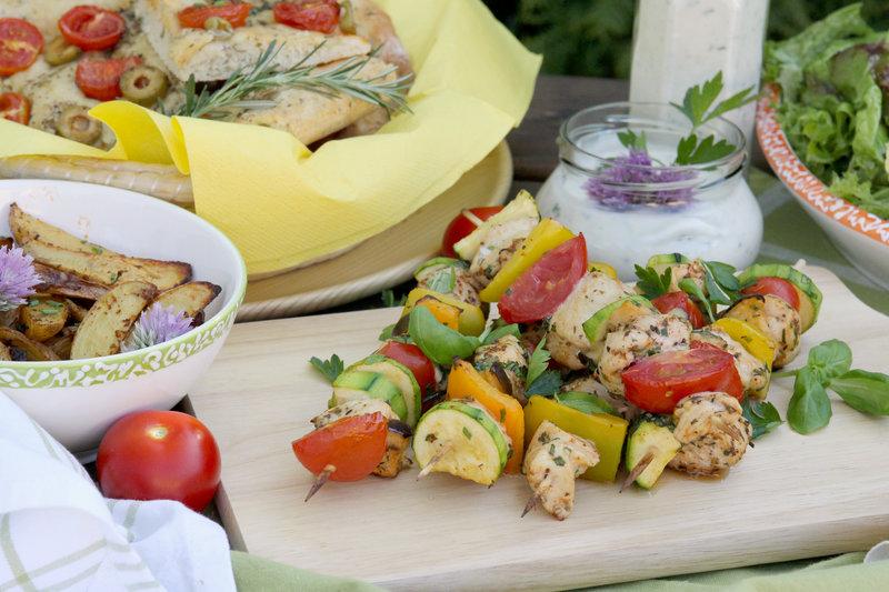 barbecue santé : brochettes de poulets et légumes méditerranéennes