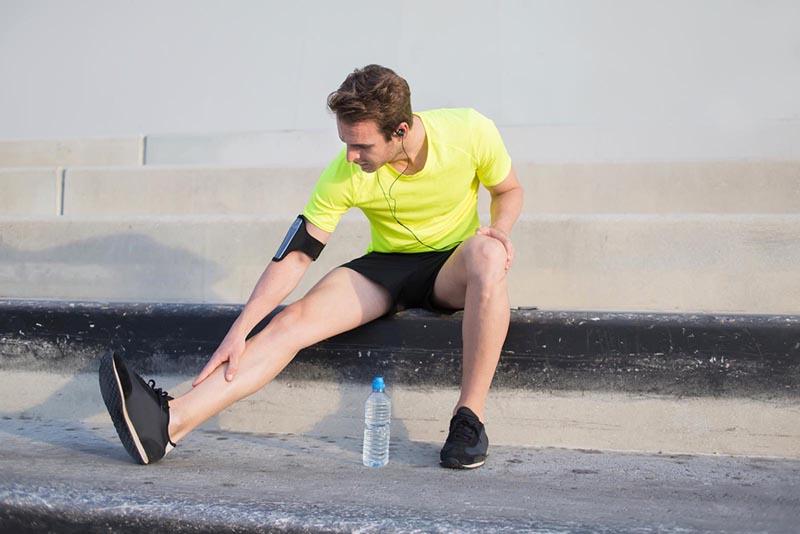 pantorrillas apretadas y doloridas después de correr