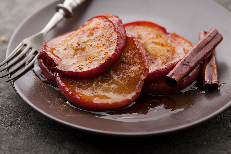 Baked apple slices on a plate