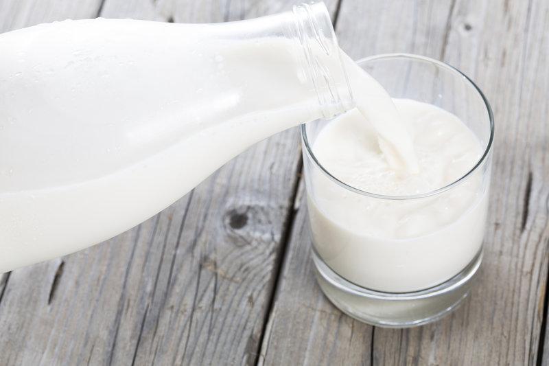 Vaso de leche de una botella