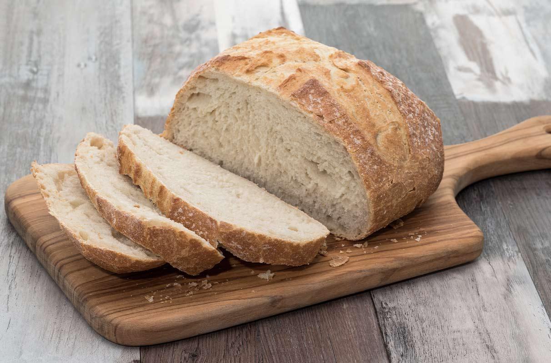 Pane su un asse di legno
