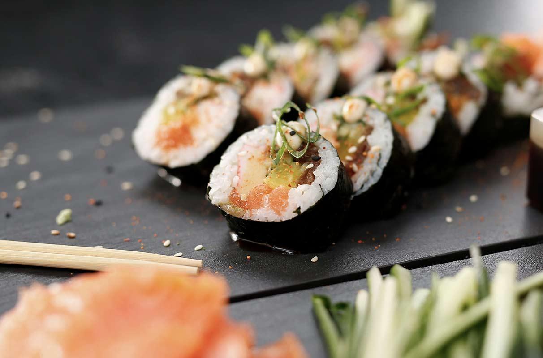 Bandeja com sushis