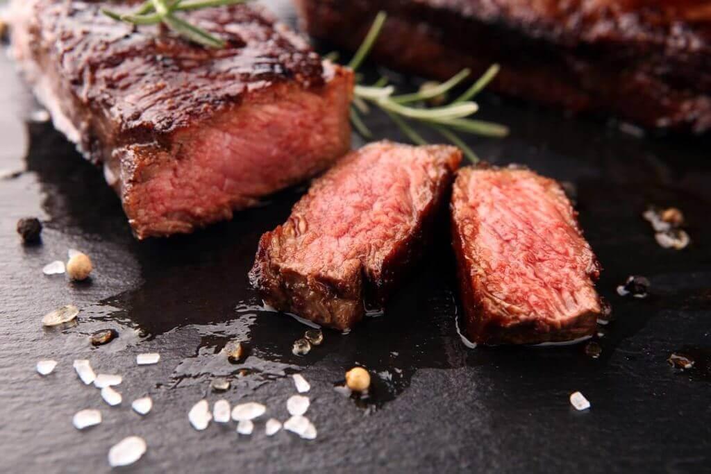 la carne di manzo è ricca di proteine