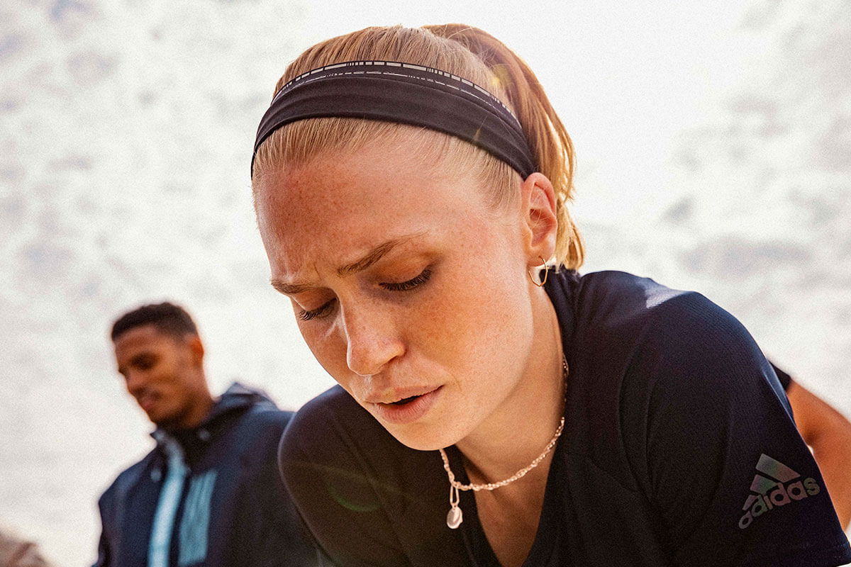 Atleta cansada por treinar em excesso