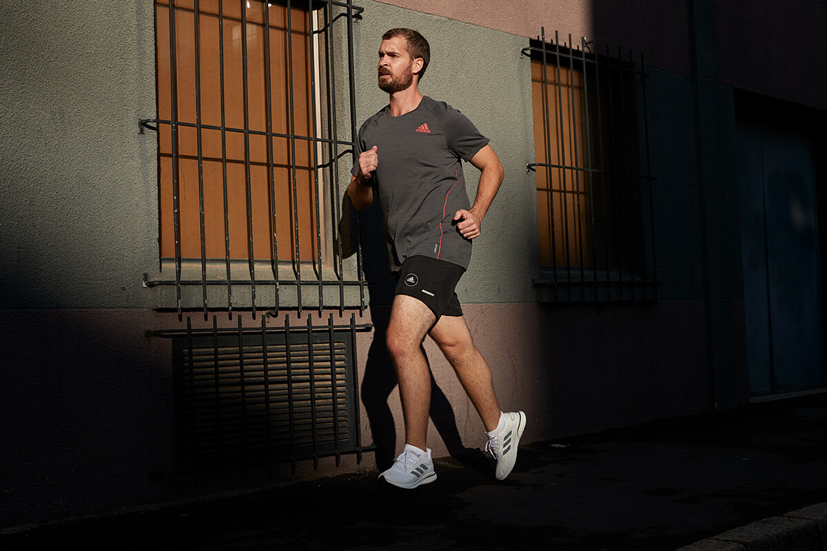 A young man who is a running beginner runs in the city