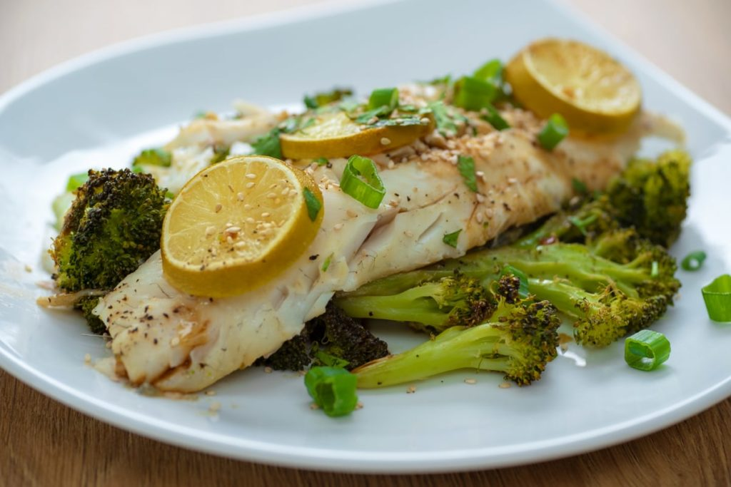 Asian Codfish with Broccoli recipe - Runtasty App