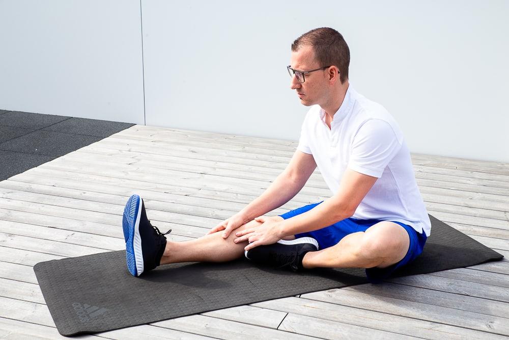 Stretching der Oberschenkelrückseite