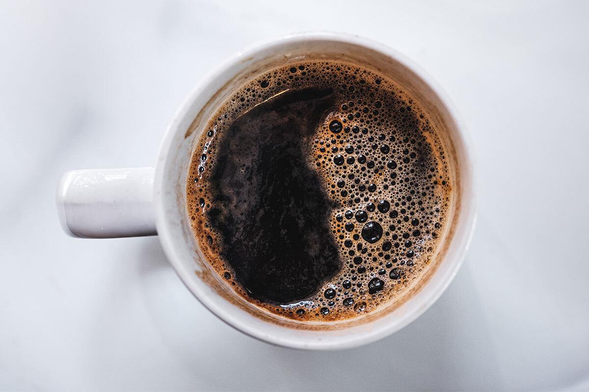 Xícara de café preto: dica para controlar a vontade de comer