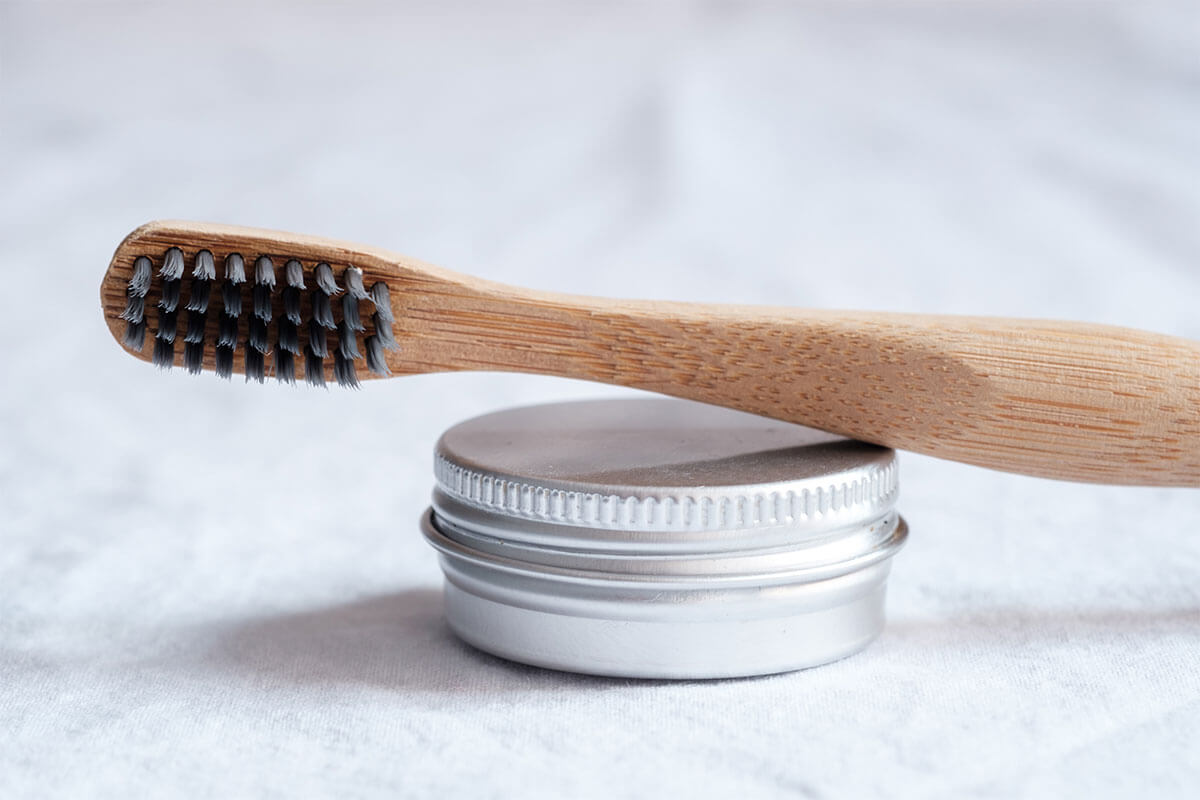 Escova de dentes sobre pasta: recorra à escovação para combater os desejos alimentares