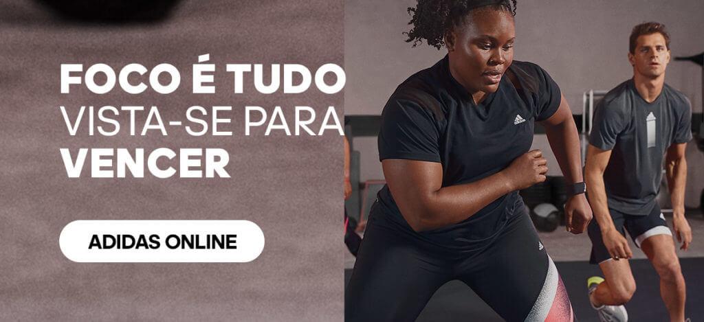 Mulher treinando para ganhar músculos