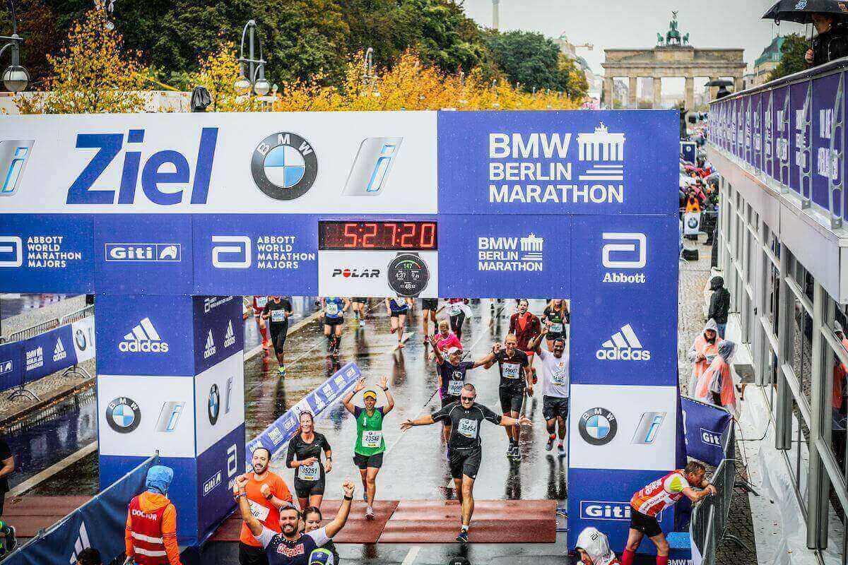 Christian cruzando a linha de chegada na BMW Berlin Marathon
