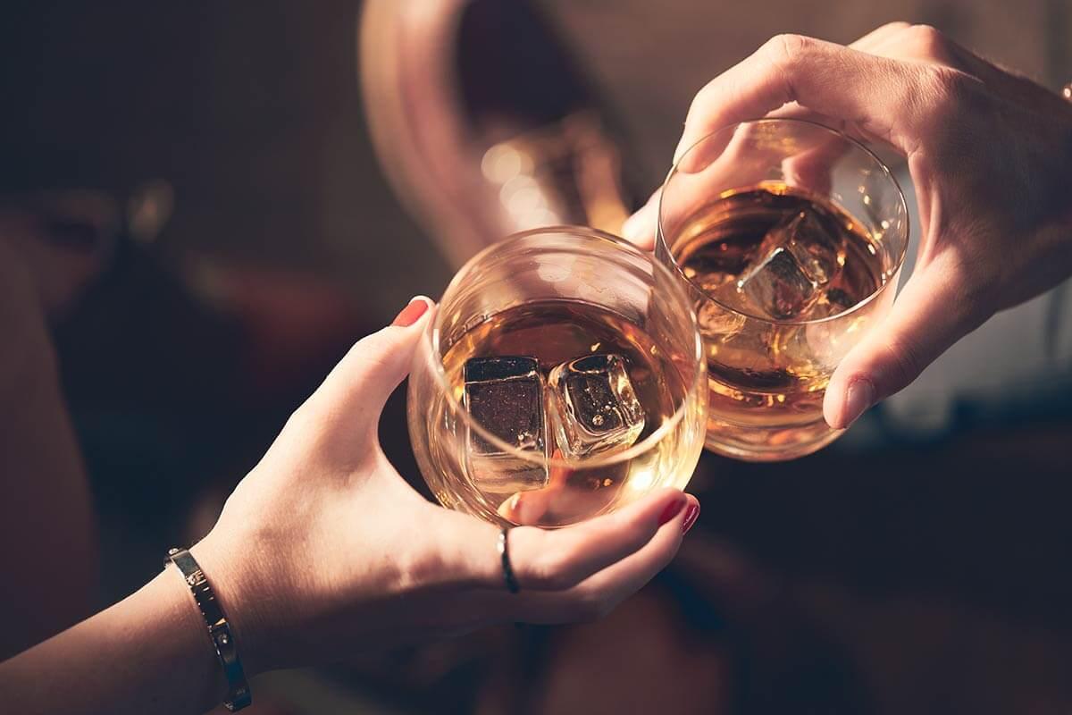 Bicchieri con alcol