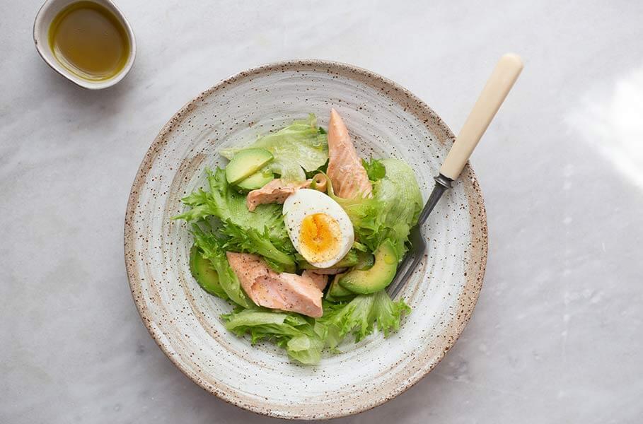Gesund zunehmen mit Avocado, Ei und Lachs