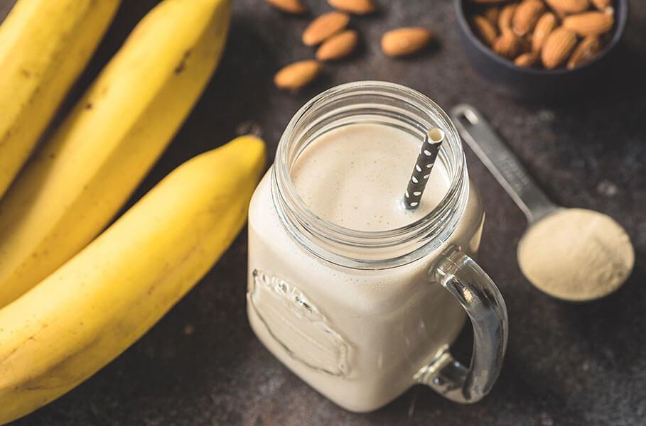 Richtige Nahrung vor dem Training: Bananen mit Mandeln und Milch