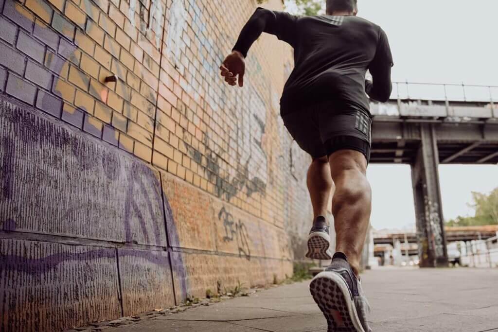 pessoa correndo para ilustrar o glossário de corrida