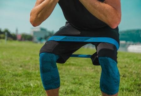 8 ejercicios con banda de resistencia para calentar