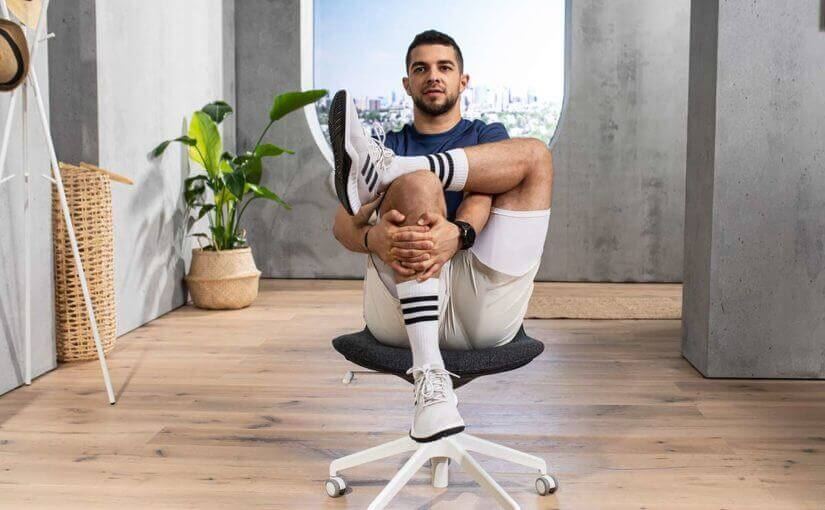 Yogaübungen auf dem Stuhl