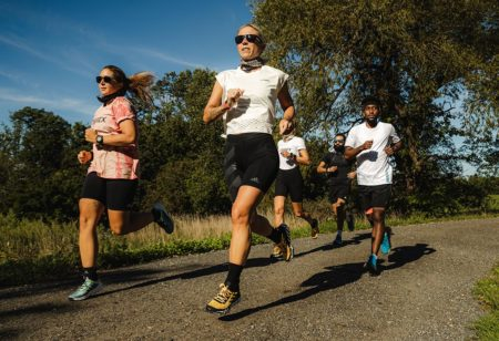 gruppo di runner all'aperto