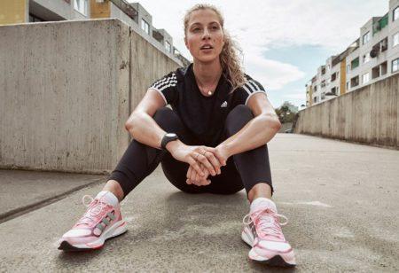 una donna, tornata a fare attività fisica dopo il Covid-19, è esausta