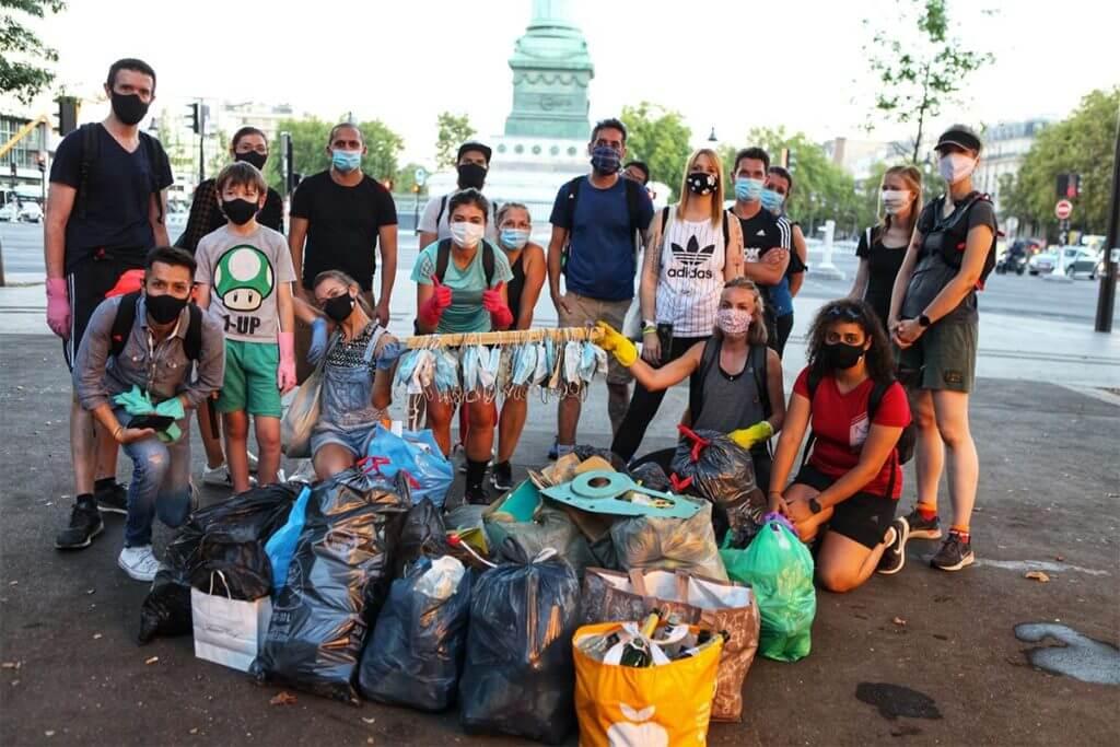 Un groupe de runners ayant ramassé des masques usés