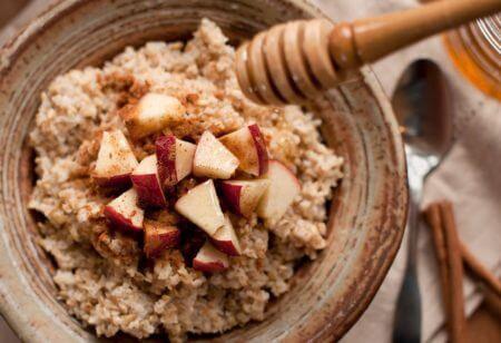 Receta con fibra alimentaria: Avena con manzana y miel