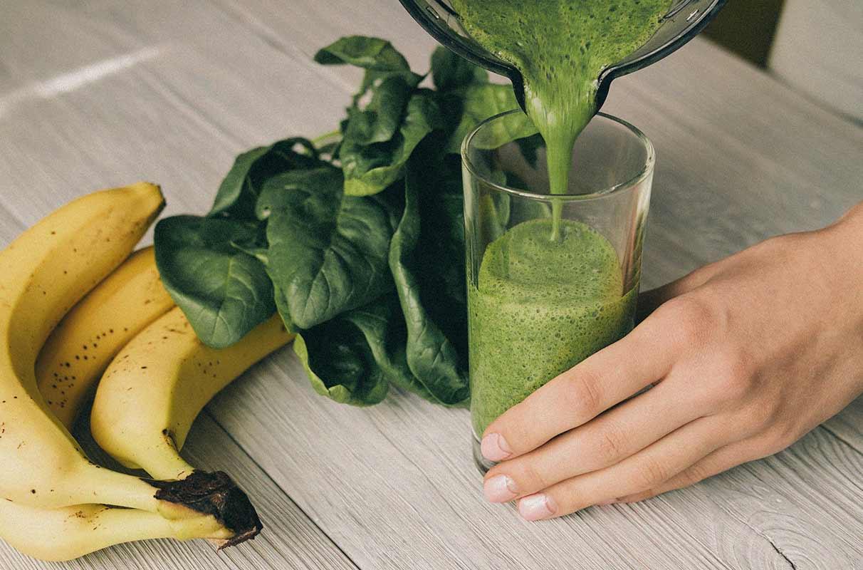 smoothie verde de plátano y espinacas